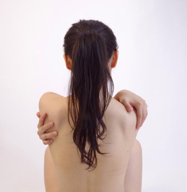 背中のぶつぶつ 痛い