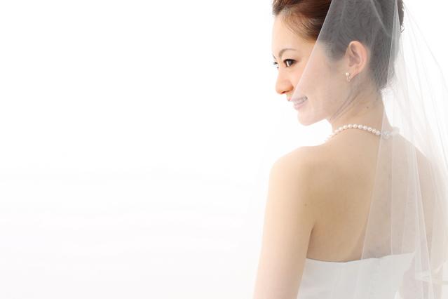 ウェディングドレス 背中ニキビ